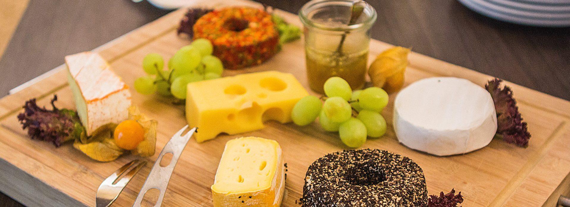 Käseplatte beim Frühstückbüffet im Parkhotel Ahrbergen