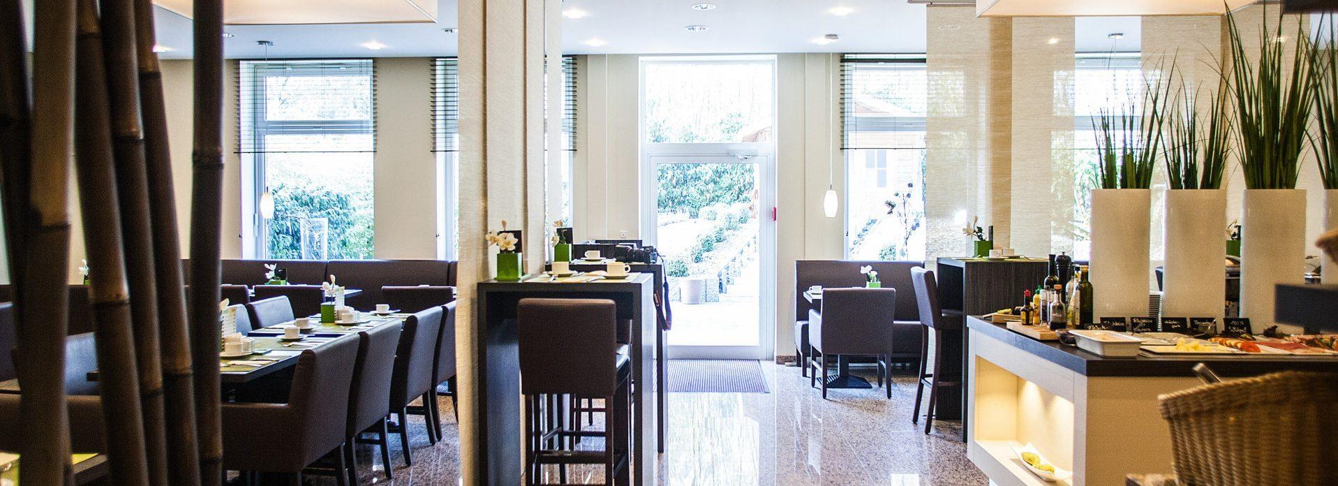 Gemütliches Ambiente im Brasserie-Style im Garten.Restaurant
